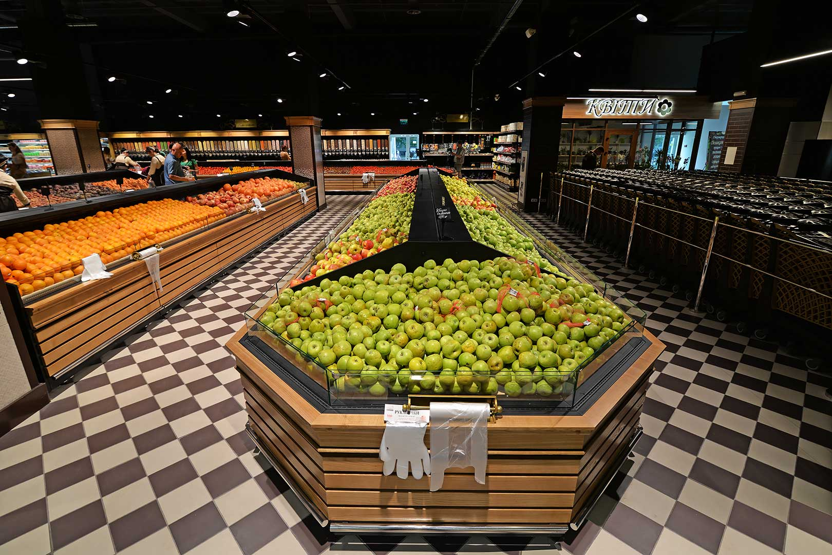 """Tiefkühlwandvitrinen für den Verkauf von Gemüsen und Obst Missouri VF MC 110 VF self M im Supermarkt """"Delikat+"""""""