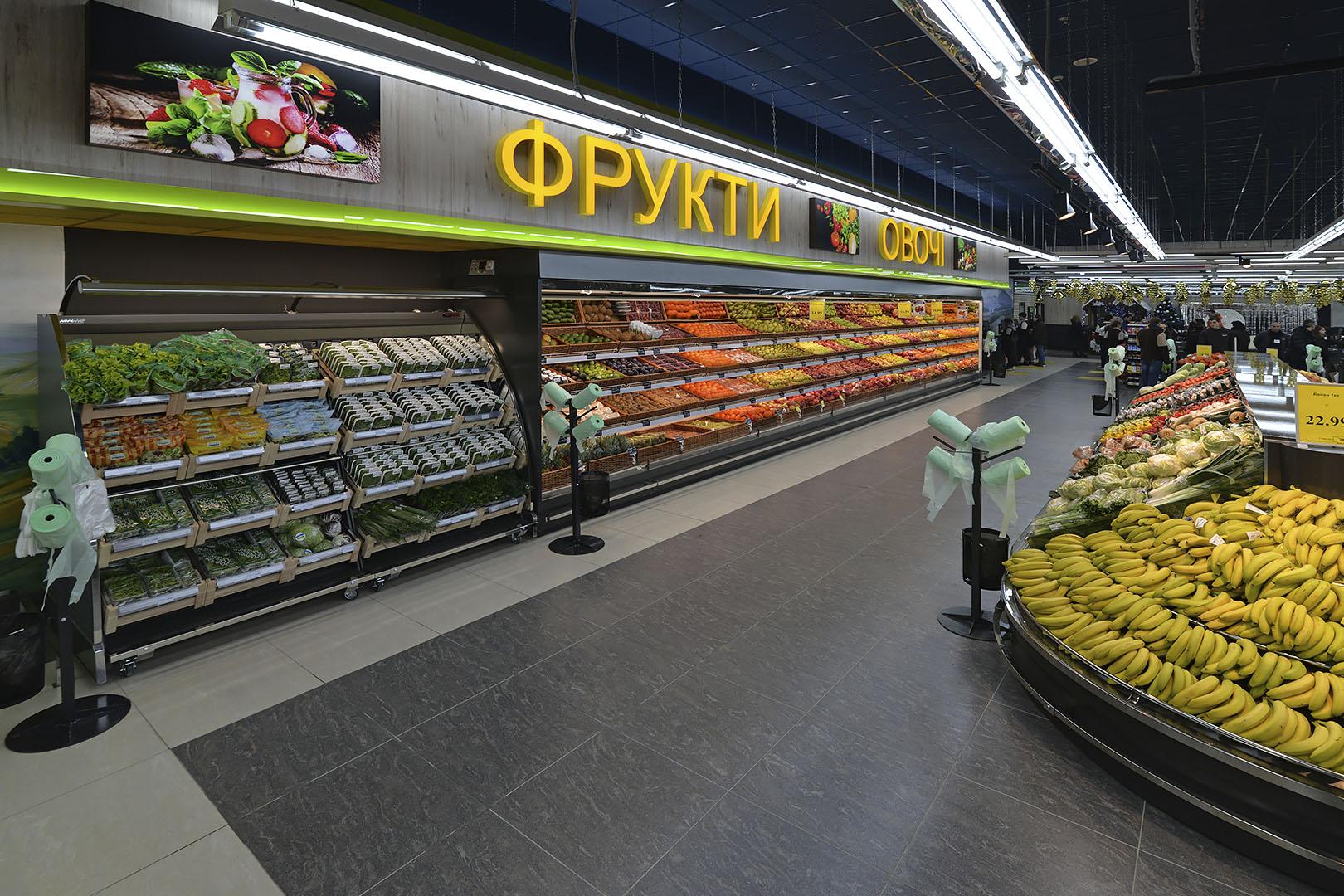 """Schrägvitrinen für den Verkauf von Gemüsen und Obst Louisiana VF MV 095/110 VF M im Supermarkt """"Rost"""""""