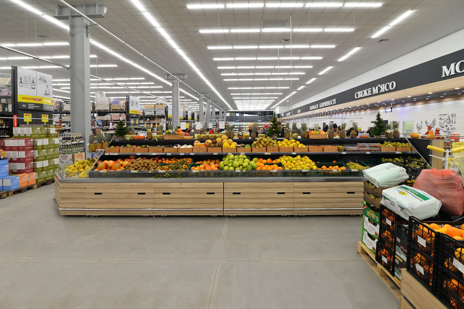 """Tiefkühlwandvitrinen für den Verkauf von Gemüsen und Obst Missouri VF MC 110 VF self M im Supermarkt """"Ideal"""""""
