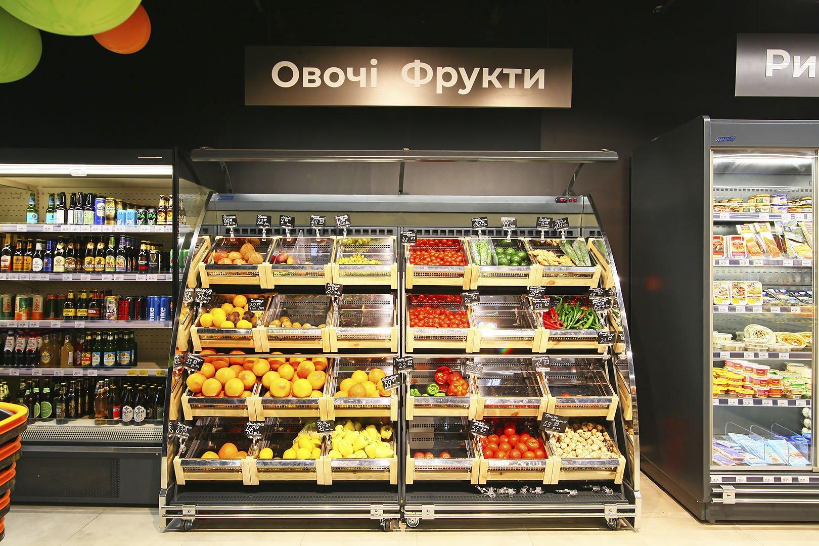 """Schrägvitrinen für den Verkauf von Gemüsen und Obst Louisiana VF MV 095/110 VF M im Supermarkt """"Rukavychka"""""""