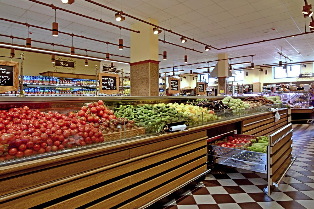 """Tiefkühlwandvitrinen für den Verkauf von Gemüsen und Obst Missouri VF MC 110 VF self M im Supermarkt """"Delikat"""""""