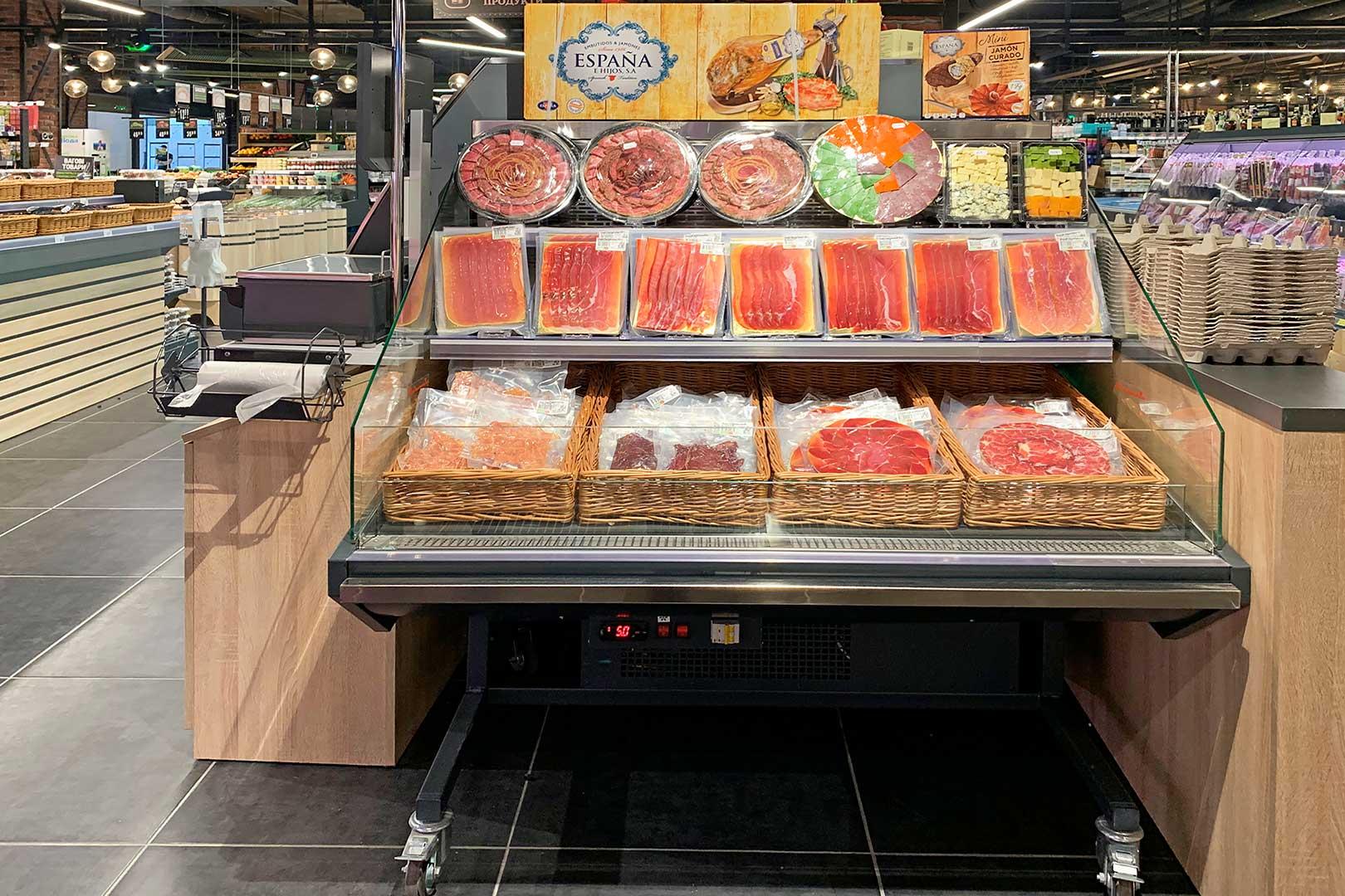 "Präsentationsvitrinen Missouri promo MC 100 deli M/A im Supermarkt ""Fora"""