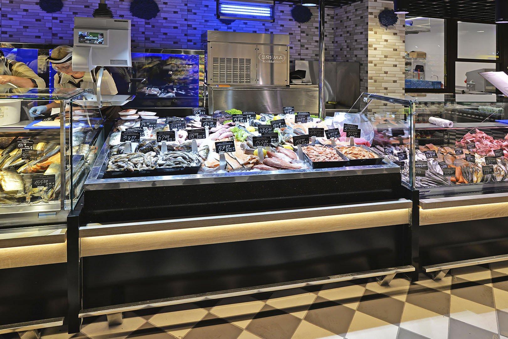 "Präsentationsvitrinen Virginia AK 132 ice self A im Supermarkt ""Delikat"""