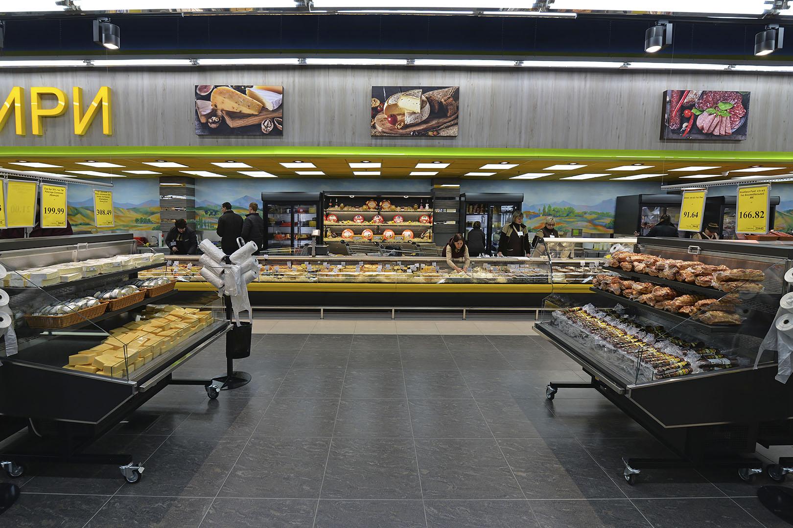 "Präsentationsvitrinen Missouri promo MC 100 deli M/A im Supermarkt ""Rost"""