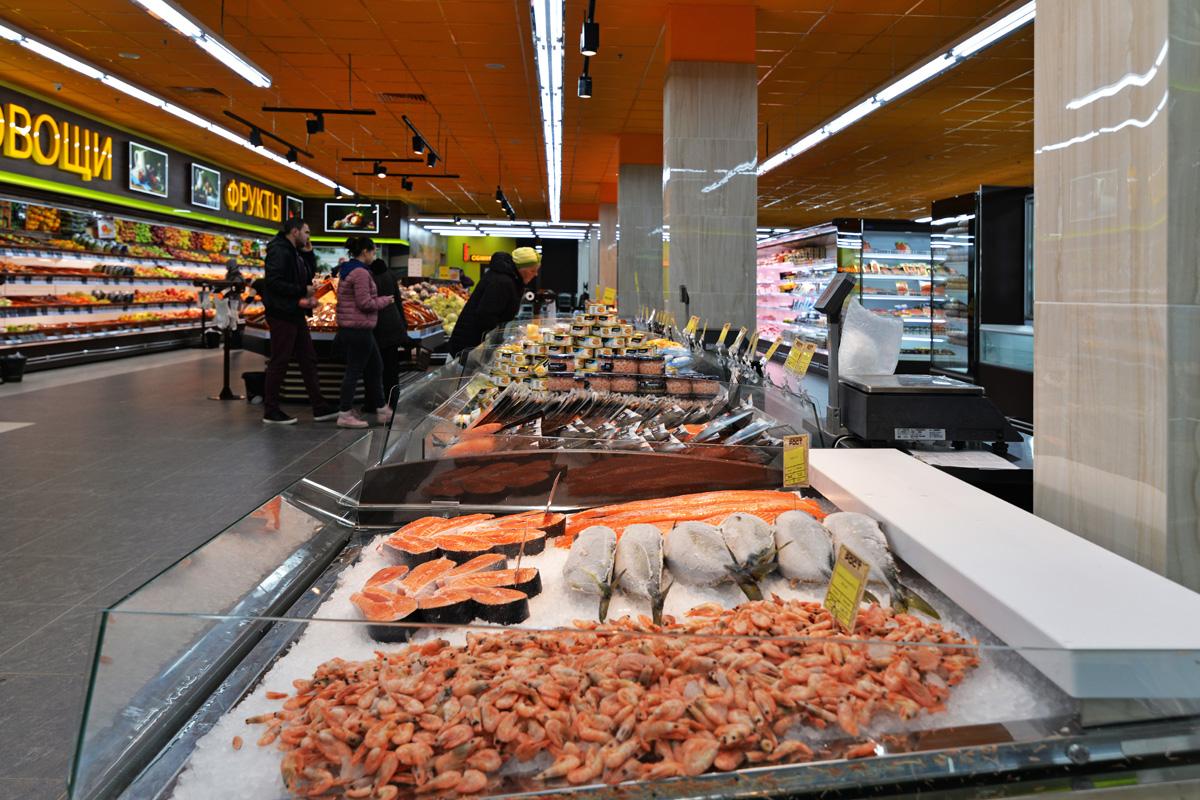 "Präsentationsvitrinen Virginia AK 132 ice self A im Supermarkt ""Rost"""