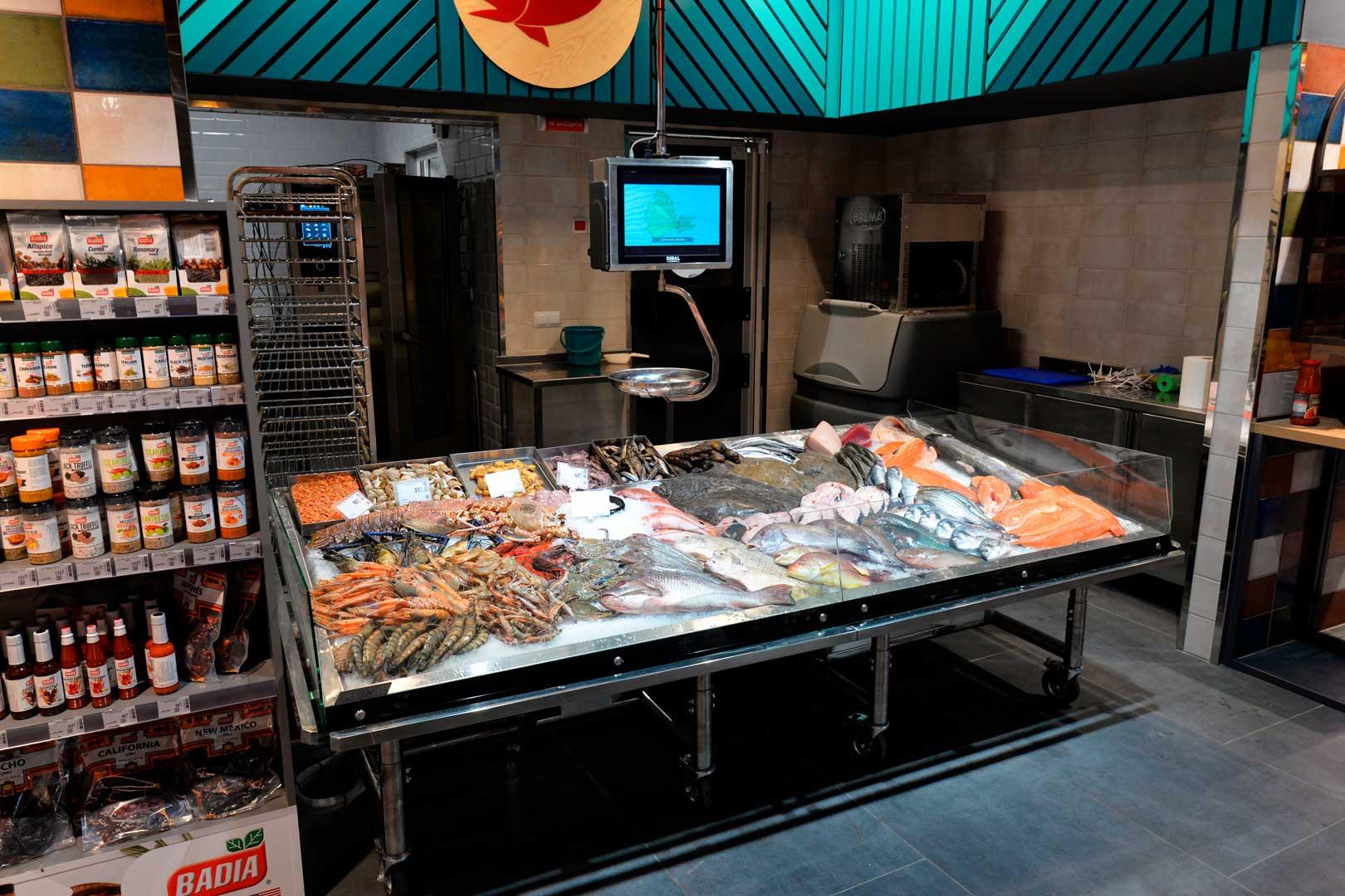 """Промоциональная витрина Virginia AK 132 ice self A, супермаркет """"Эпицентр"""", Киев"""