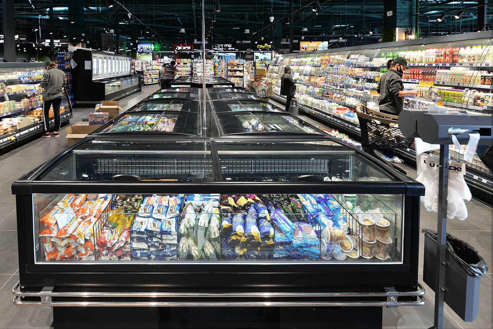 """Vitrinen für Gefriergüter Alaska AH 100 LT C A im Supermarkt """"City Market"""""""