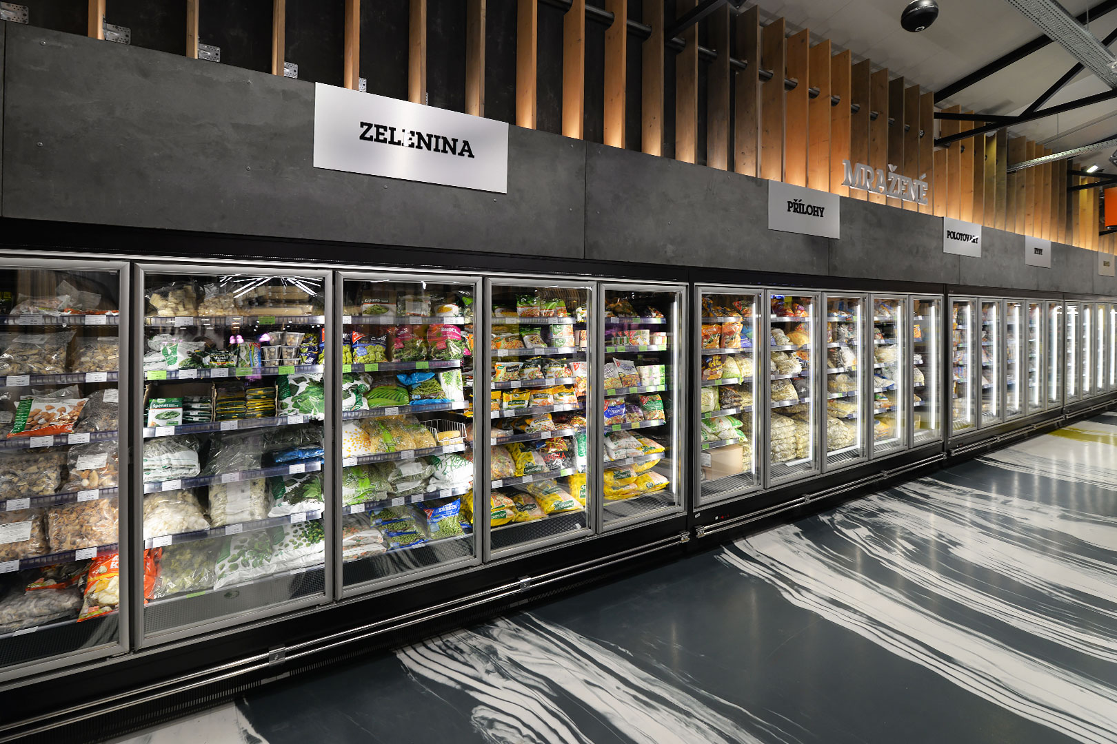 "Tiefkühlwandvitrinen Indiana tandem MD 090 LT D M im Supermarkt ""Jip"""