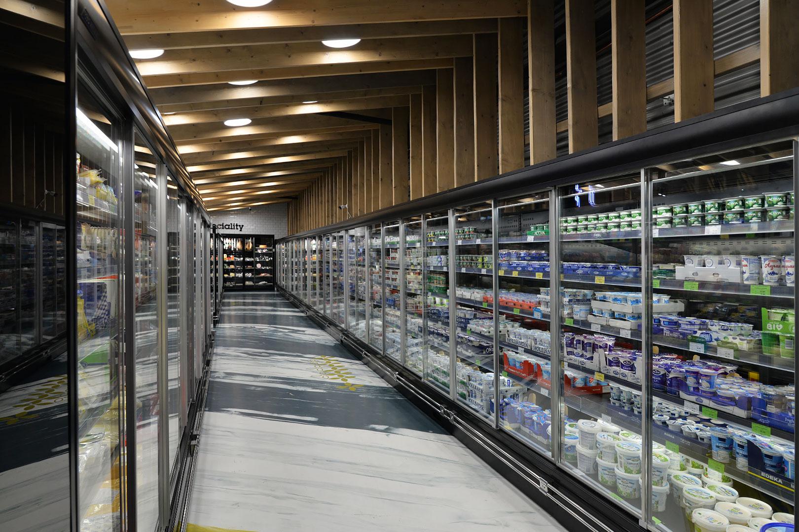 "Tiefkühlwandvitrinen ""Louisiana MV 095/105/115 MT D M"" im Supermarkt ""Jip"""