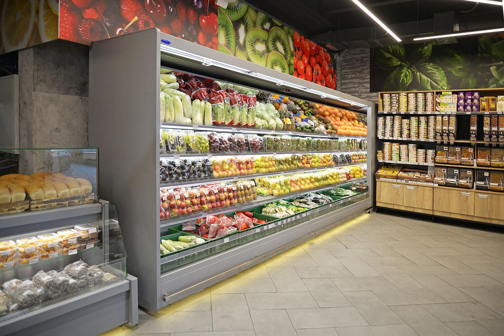 """Tiefkühlwandvitrinen Indiana MV 080/090 FV O M im Supermarkt """"Zelyonaya liniya"""""""