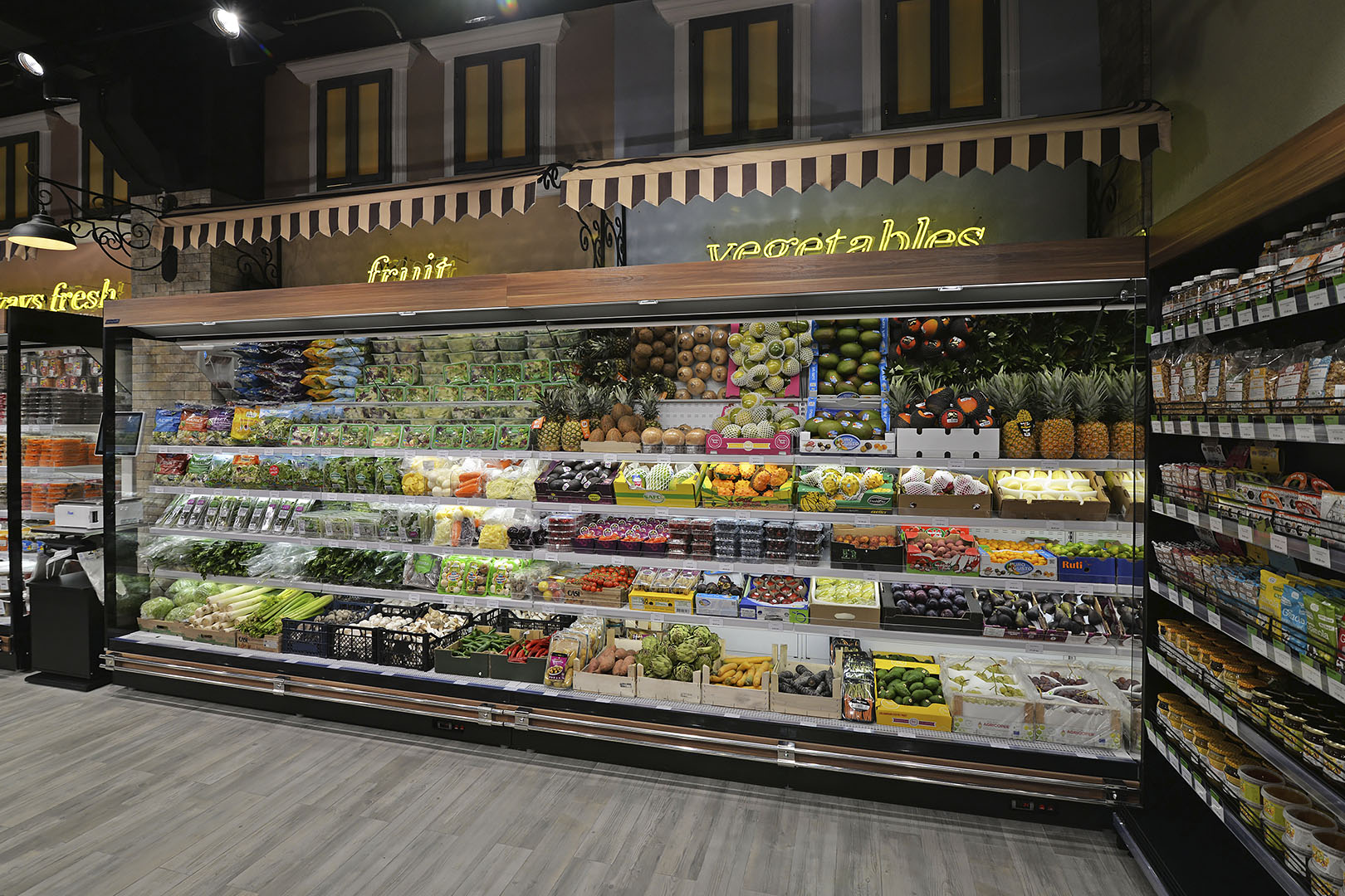 """Tiefkühlwandvitrinen Louisiana FV MV 095/105/115 MT VF M im Supermarkt """"Dmart"""""""