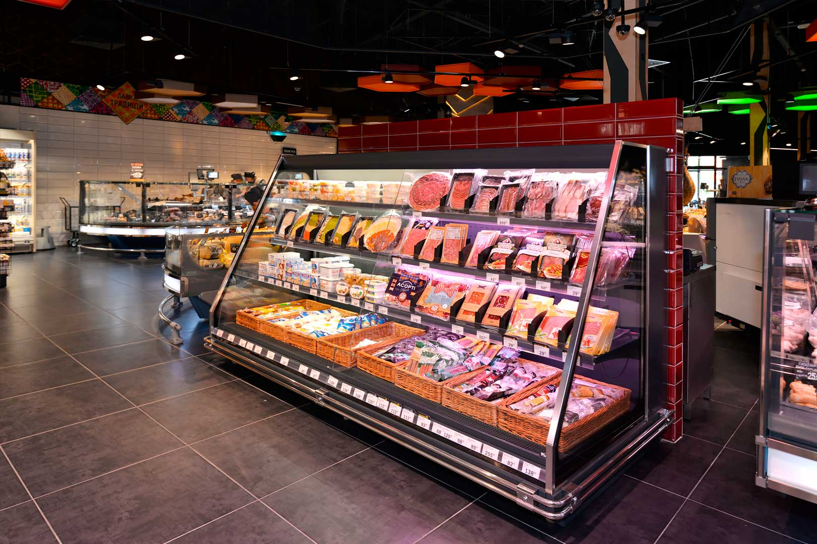 "Schrägvitrinen Louisiana eco MSV 095/105/115 MT O M im Supermarkt ""Favore"""