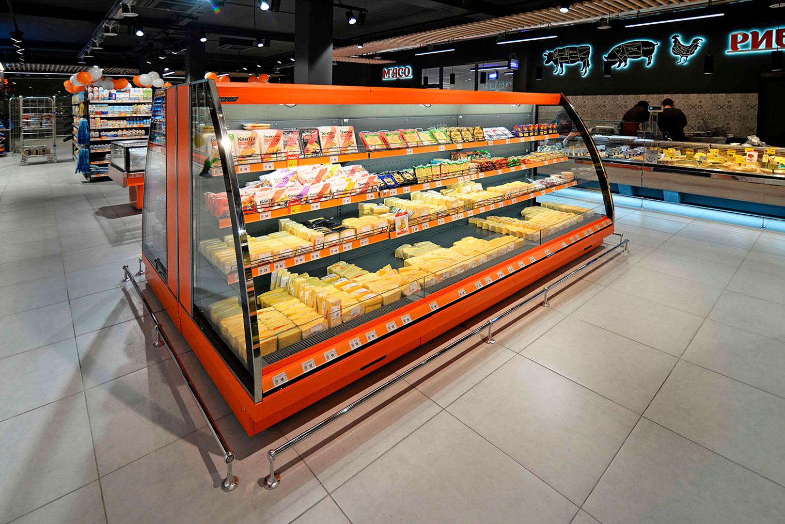 """Schrägvitrinen Louisiana eco MSV 095/105/115 MT O M im Supermarkt """"Chudo Market"""""""