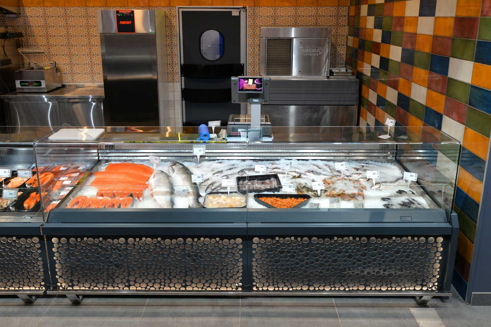 """Specialized counter with additional refrigerated tray for fish-on-ice sales Мissouri MС 120 fish OS 120-SPLA-250, supermarket """"Epicentr"""" Poltava"""
