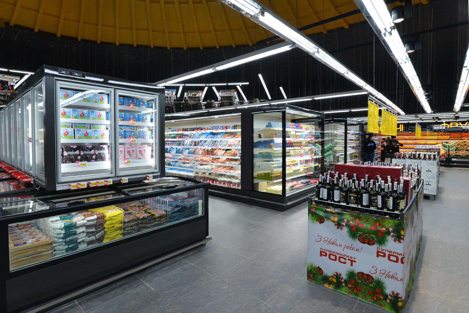"""Витрины для замороженных продуктов Alaska combi 2 SD MHV 110 LT D/C 220-DLM, пристенные витрины Indiana MV 100 MT O 220-DLM в супермаркете """"Рост"""""""
