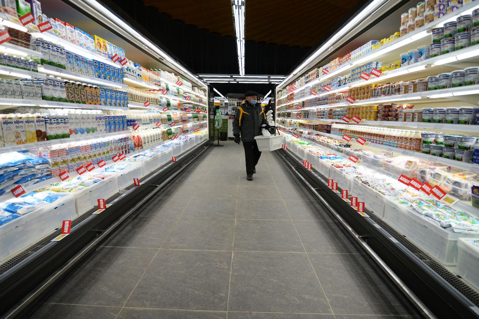 """Пристенные витрины Indiana MV 100 MT O 220-DLM в супермаркете """"Рост"""""""