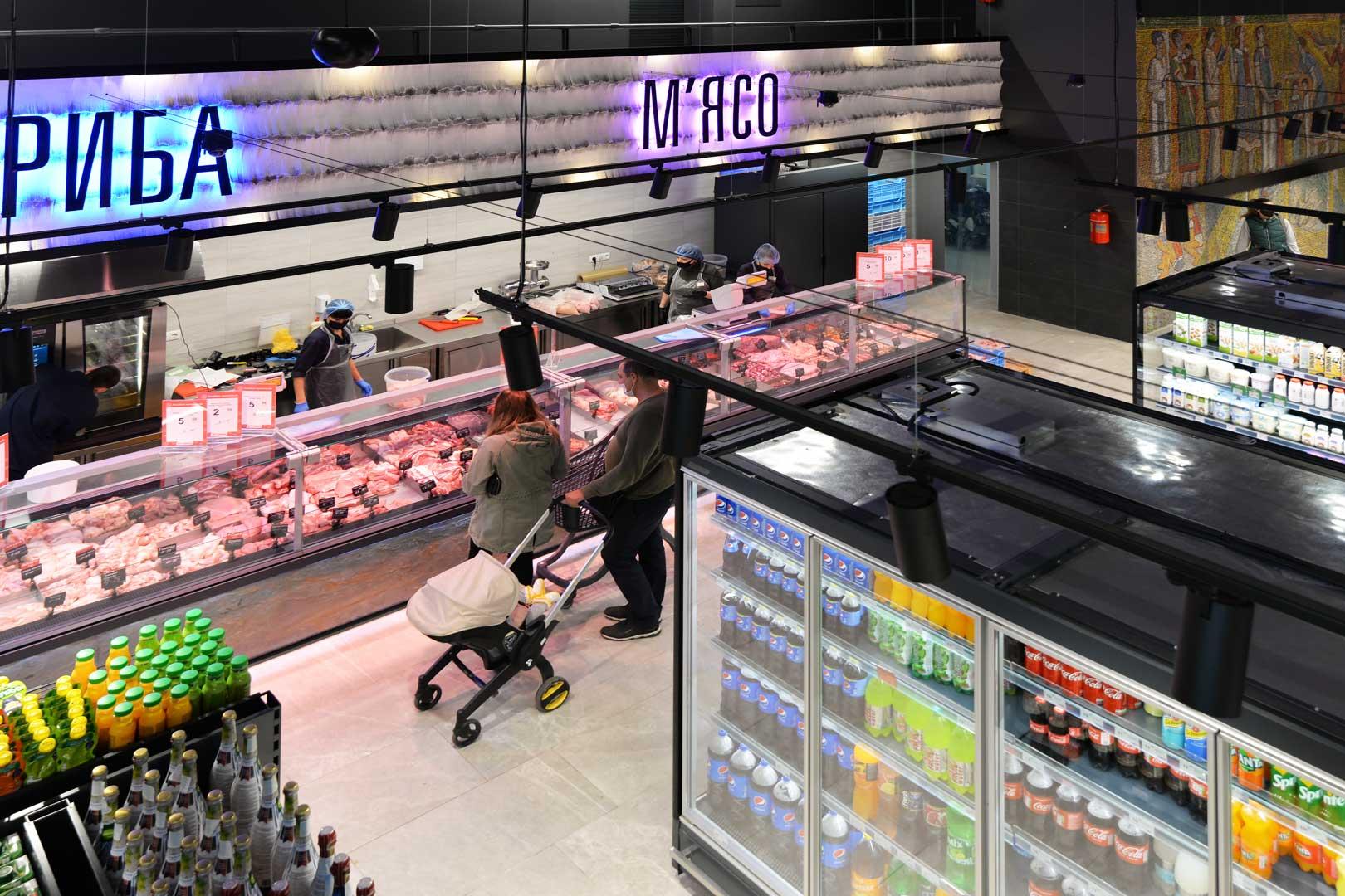 """Холодильні вітрини Мissouri MС 120 deli PS 130, пристінні холодильні вітрини Indiana MV 080 MT O 205, супермаркет """"Сім'я"""""""